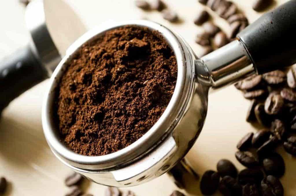 do pothos like coffee grounds